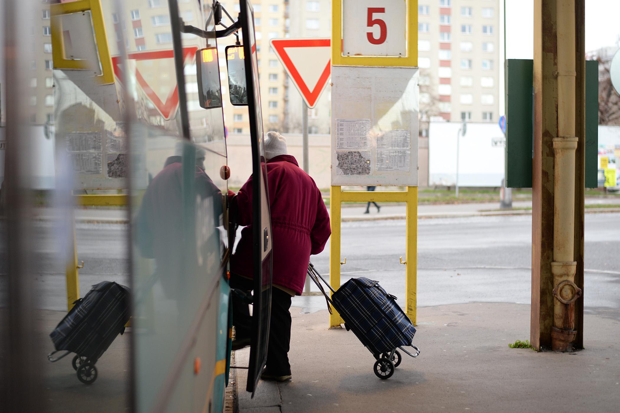 Z autobusového nádraží odjíždí regionální spoje