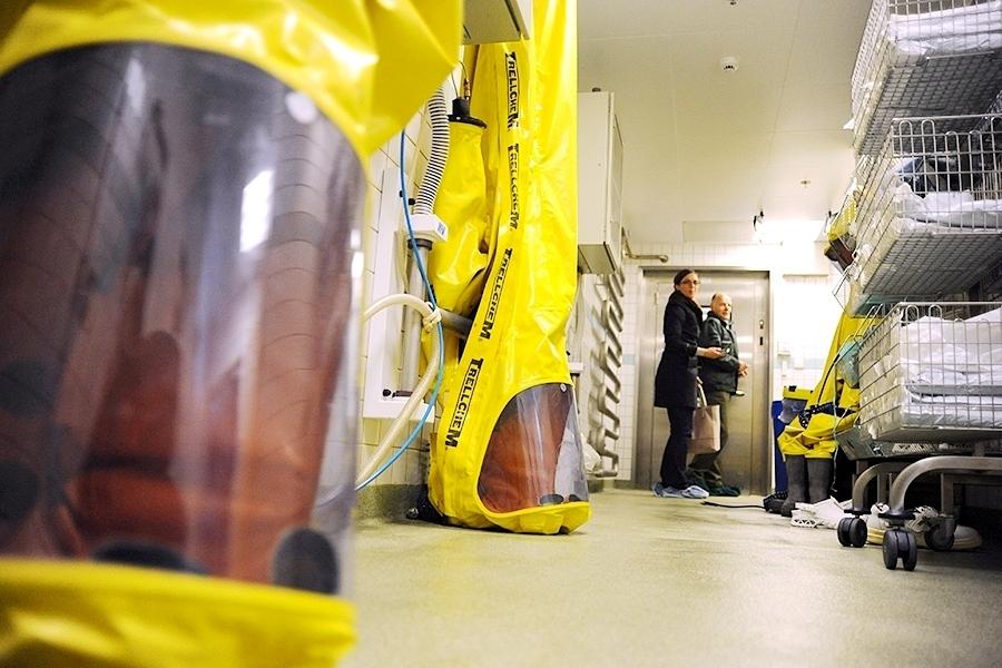 Skafandry pro práci v kontaminovaném prostředí