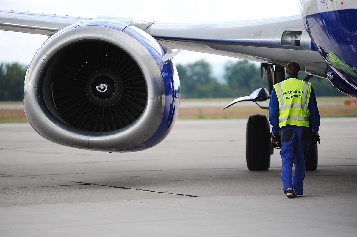 Předletová kontrola ruského Boeingu na pardubickém letišti