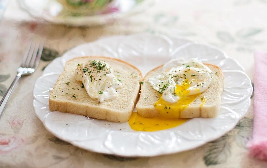 Pošírované sázené vejce toast