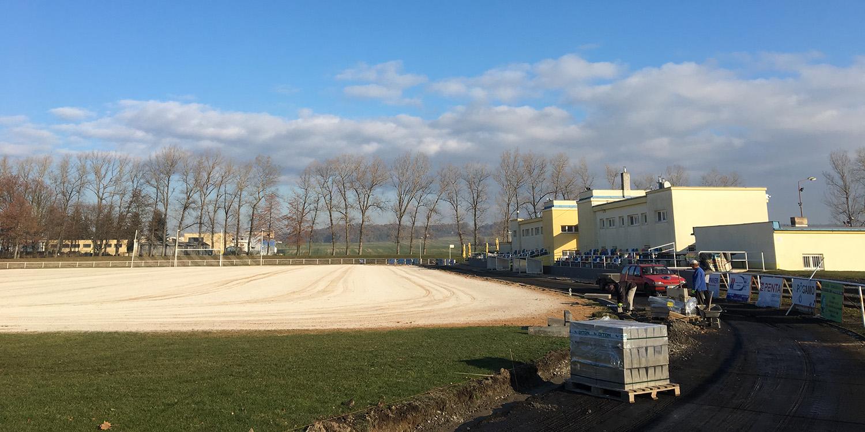 Rekonstrukce stadionu v Holicích
