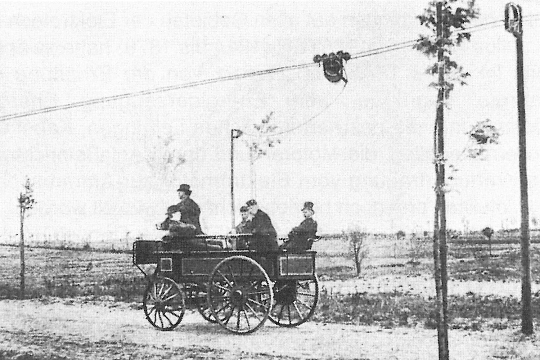 Za první trolejbus na světe se považuje vozidlo Electromote z roku 1882