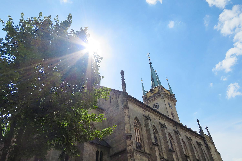 Kostel sv. Jakuba v Poličce. V jeho věži se v prosinci 1890 narodil skladatel Bohuslav Martinů