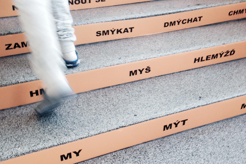Ze schodů se dají vyčíst třeba i vyjmenovaná slova