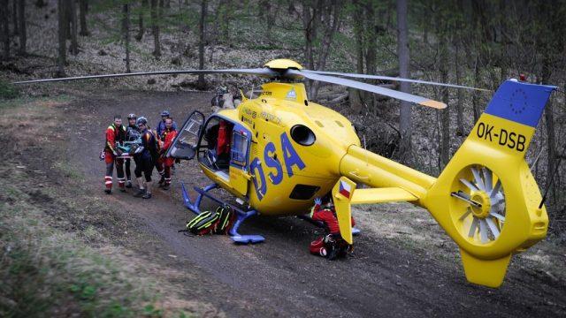 Vrtulník společnosti DSA, která v části Česka provozuje leteckou záchrannou službu
