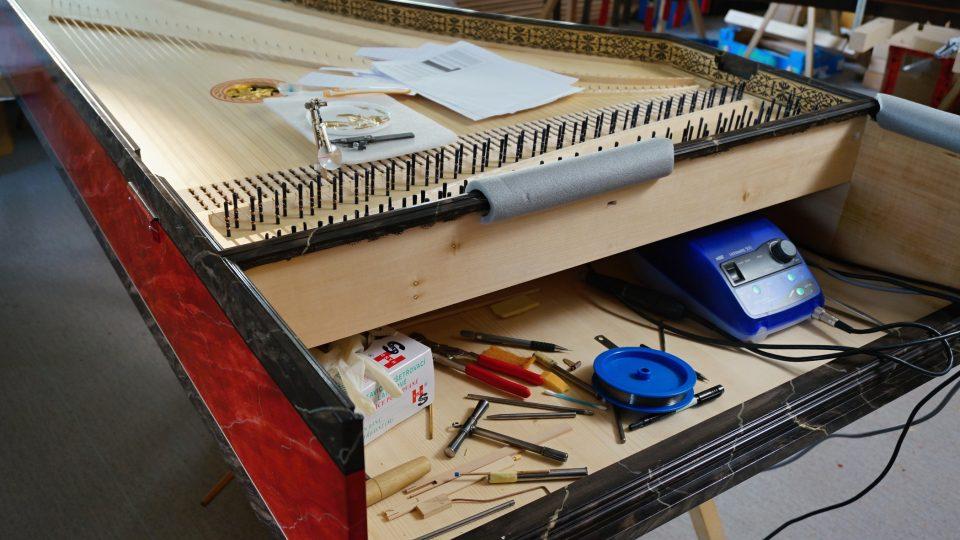 Jak se vyrábí cembalo