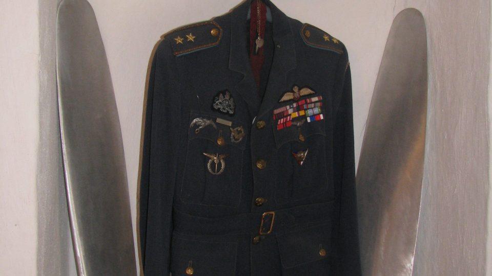 Letecká uniforma Plk. Josefa Koukala D.F.C