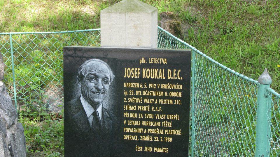 Památník Plk. Josefa Koukala D.F.C. v rodných Jenišovicích
