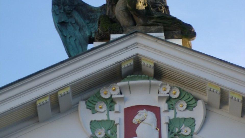 Východočeské divadlo v Pardubicích - socha génia