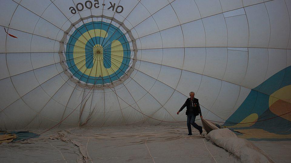 Horkovzdušný balón zevnitř