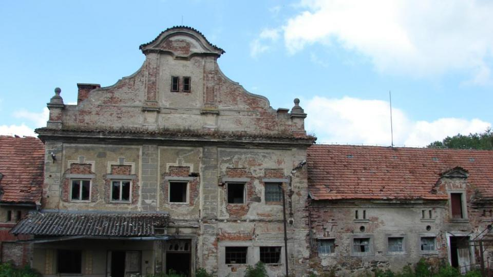 Zámek Moravany - hospodářské budovy (tzv. starý zámek)