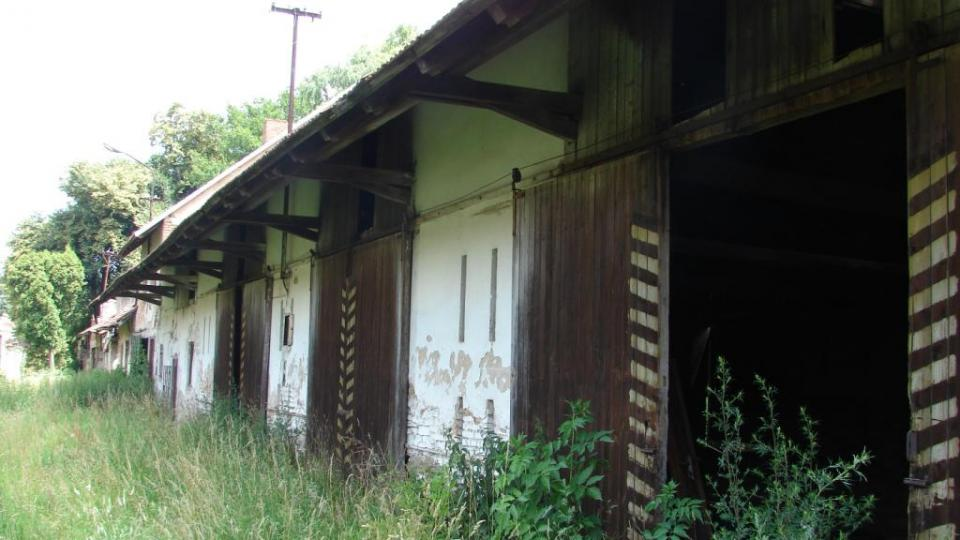 Zámek Moravany - hospodářské budovy
