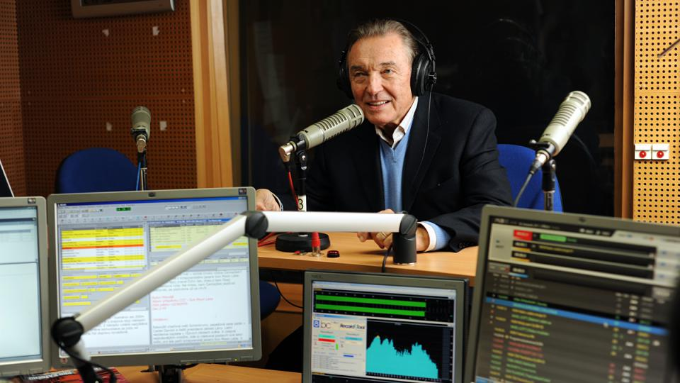 Karel Gott v rozhlasovém studiu