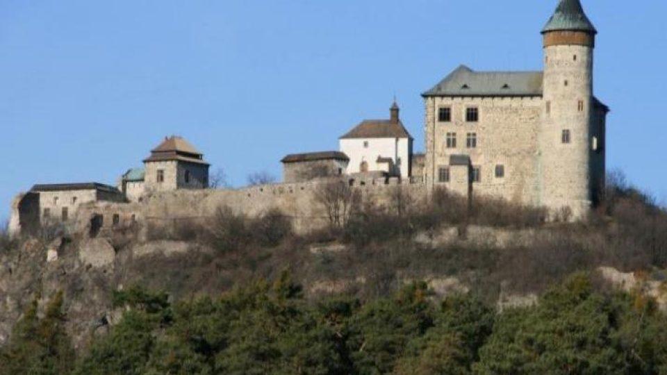 Hrad Kunětická hora se v seriálu Arabela stal sídlem čaroděje Rumburaka