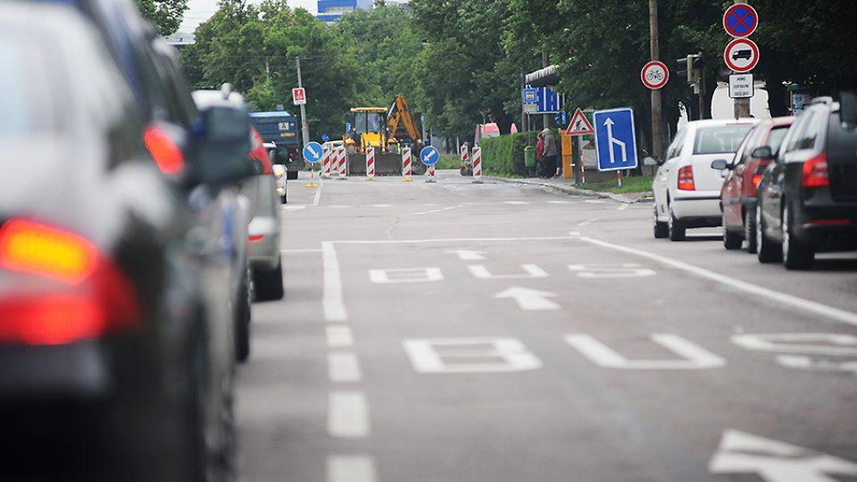 Propadlá silnice v Palackého ulici může za další komplikace v centru Pardubic