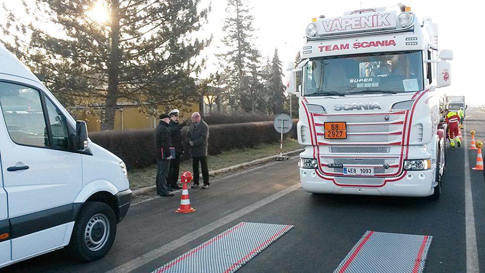 Vážení kamionu mobilní váhou