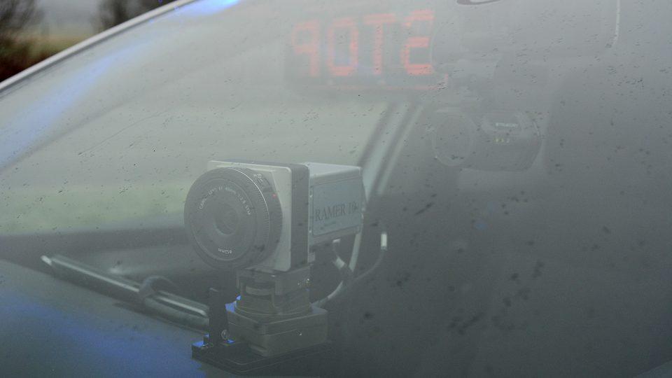 Kvalitní kamera v kombinaci s radarem změří a vyfotí i protijedoucí řidiče