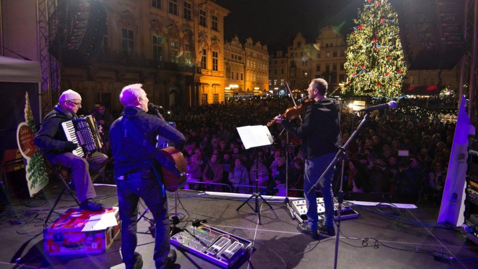 Česko zpívá koledy 2014 - Praha, Staroměstské náměstí