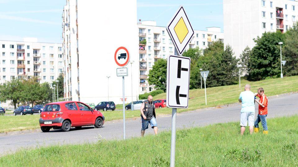 Projíždějící řidiči u Michala Jinocha spontánně zastavují a děkují mu za jeho práci