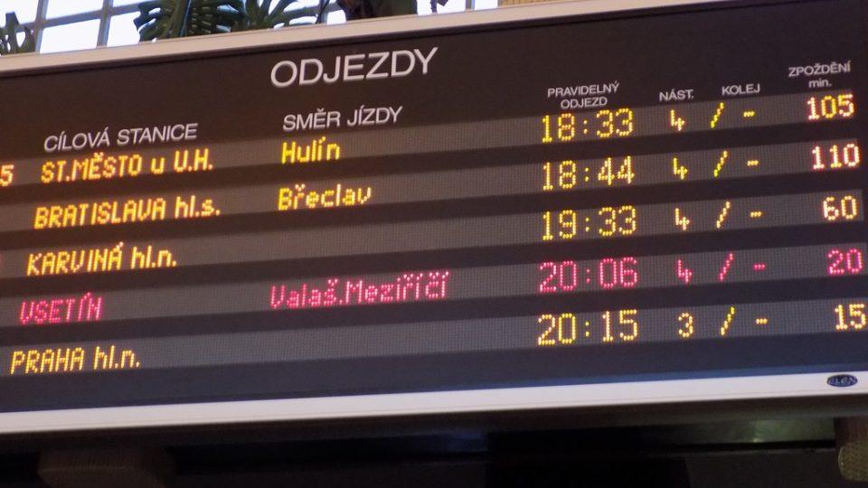 České dráhy. Zpoždění vlaků. Železniční doprava.