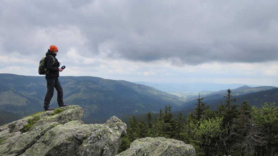 Redaktorka Tereza Brázdová při výstupu na nejvyšší horu Pardubického kraje Králický Sněžník