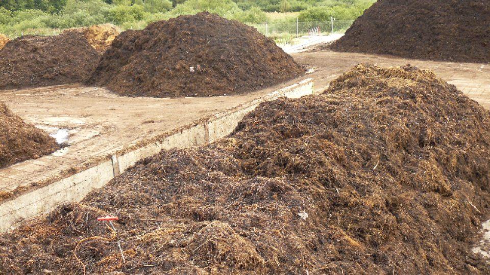 Hromady kompostujícího bioodpadu