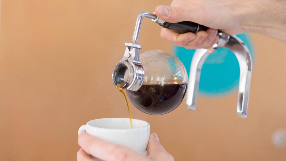Vacuum pot je jeden z nejefektnějších způsobů přípravy kávy