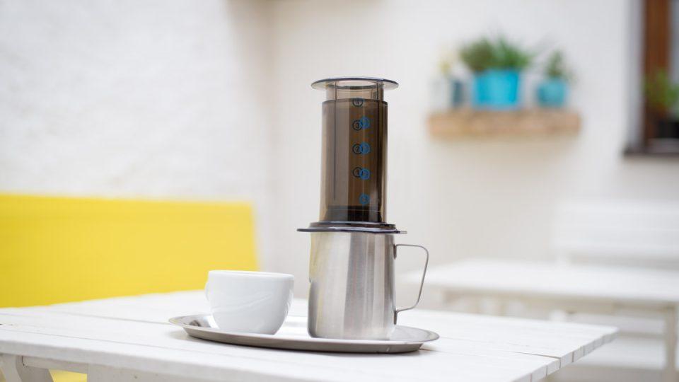 """Aeropress je relativně nový a v poslední době velmi populární """"kávovar"""""""