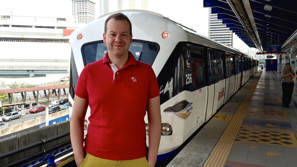 Michal Žák na nádraží v Kuala Lumpur