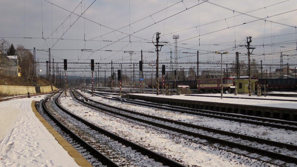 Koleje na nádraží v České Třebové byste těžko spočítali
