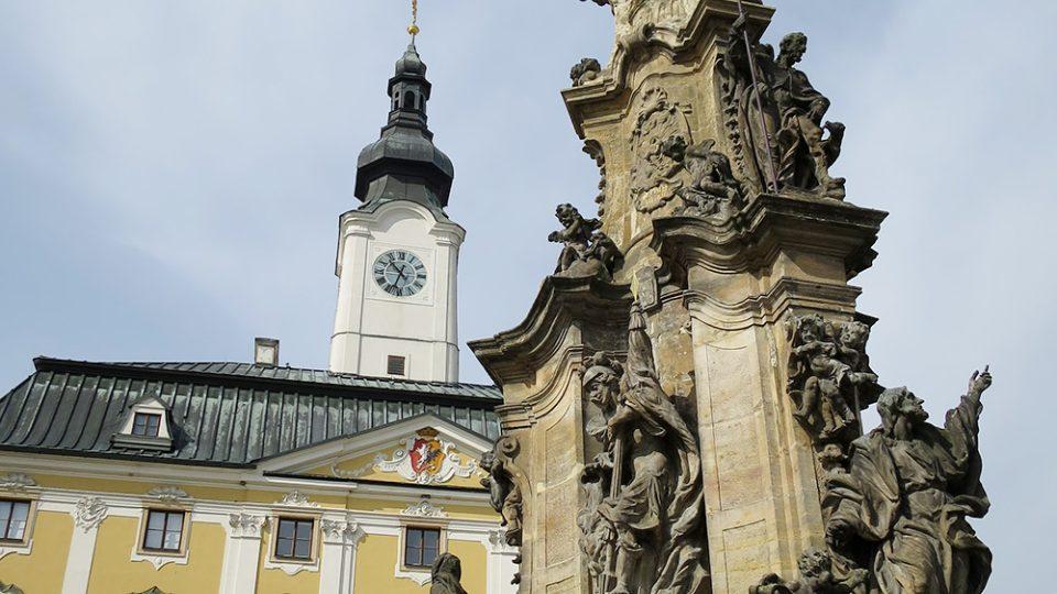 Dominantou poličského náměstí je mariánský sloup a historická radnice
