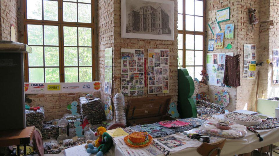 Expozice knoflíků zabírá jedno patro zámecké věže