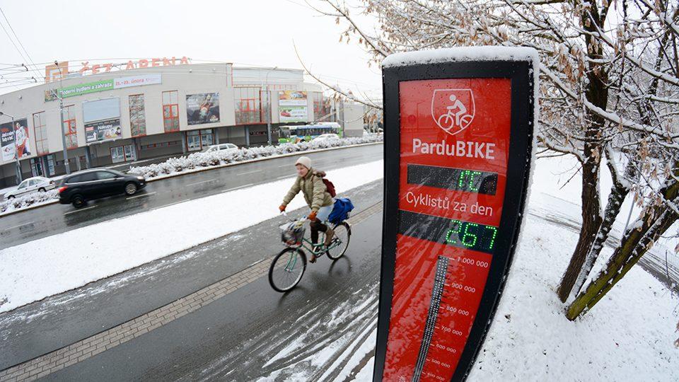 Cyklisty v Pardubicích neodradí ani zimní počasí