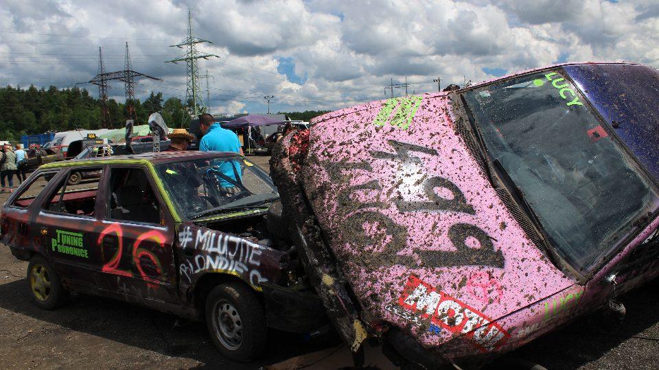 Destruction Derby 2016. Demoliční závod autovraků v Sosnové u České Lípy