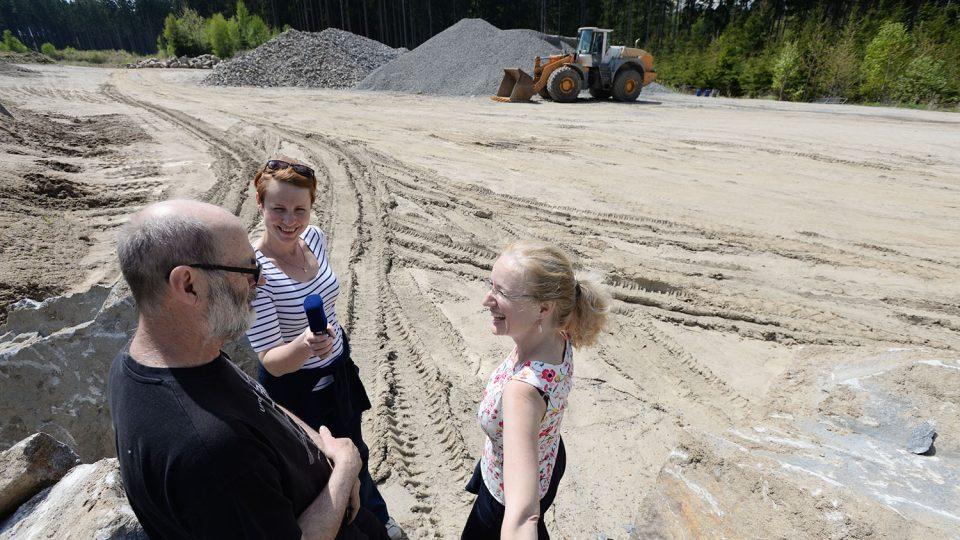 Redaktorky Tereza Brázdová a Jitka Slezáková při rozhovoru s geologem Danielem Smutkem