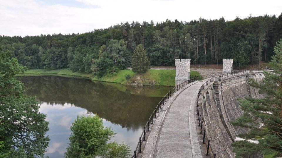 Pařížov se řadí mezi nejkrásnější vodní díla v Čechách