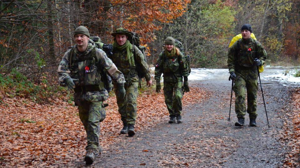 Chrudimští výsakdáři při 70km pochodu (2. zleva je vojenský kaplan Milan Novotný)