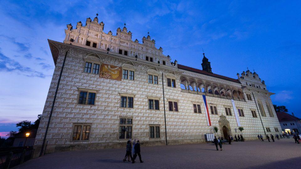 Hlavní festivalovou scénou je druhé nádvoří litomyšlského zámku