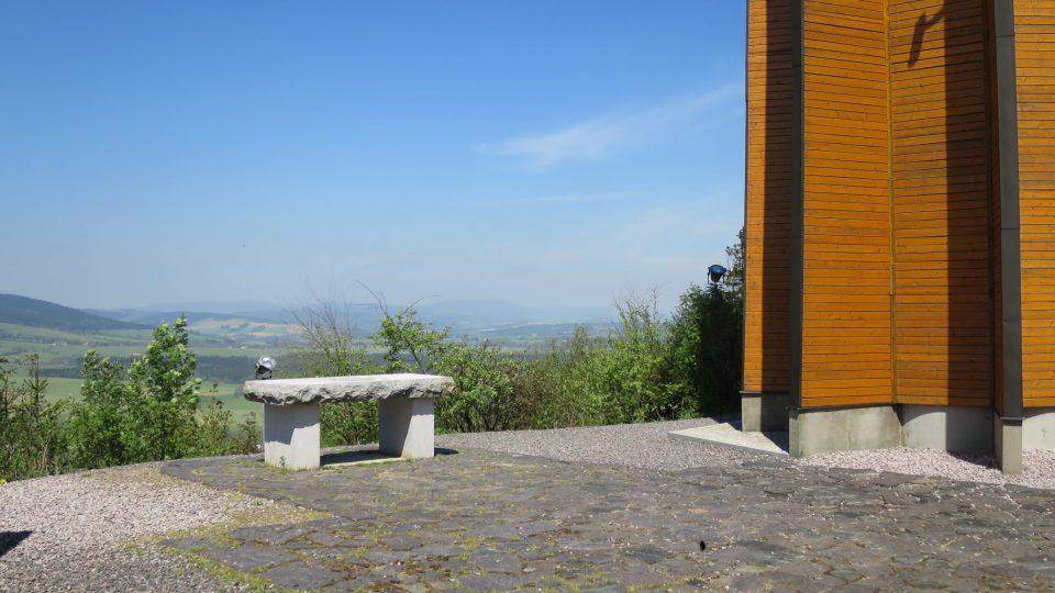 Kamenný oltář u rozhledny na Křížové hoře