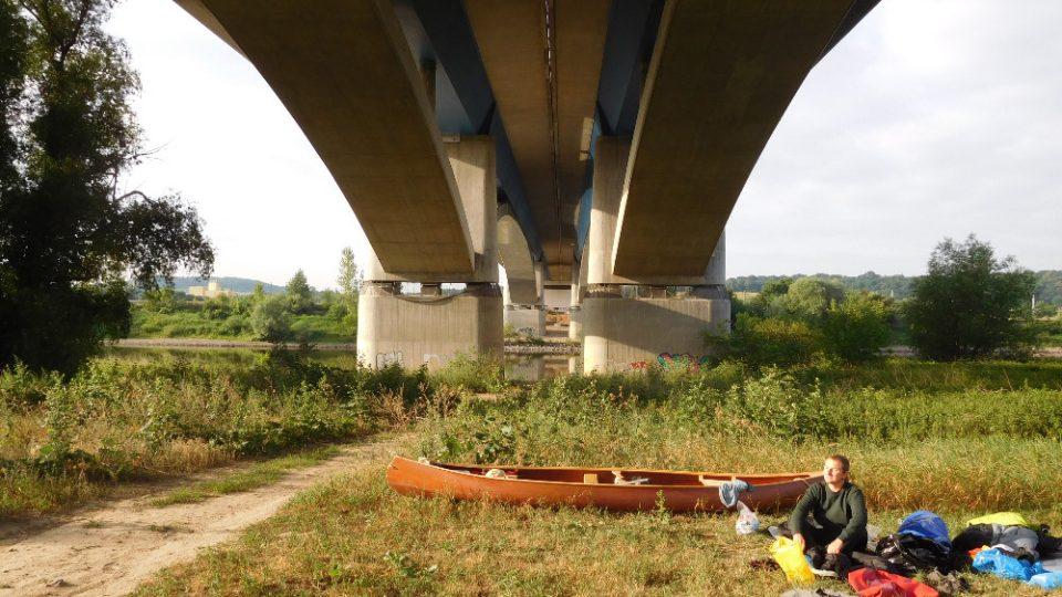 Cestovatel spal i pod mosty