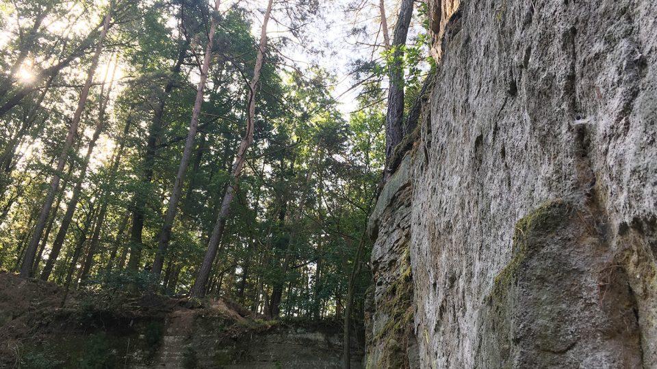 V opuštěném lomu má být i lezecká stěna