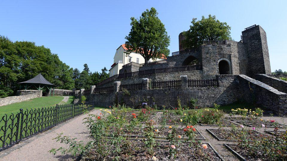 Gotická zahrada se nachází v nejjižnějším a také nejnižším cípu hradního areálu