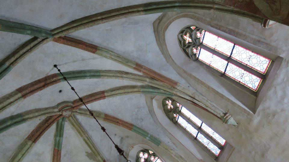 Původní gotická klenba v presbytáří kostela sv. Bartoloměje