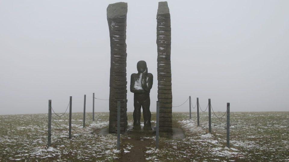 Plastiku Pozorovatel vytvořil v roce 2005 německý sochař Karl Emil Wiele