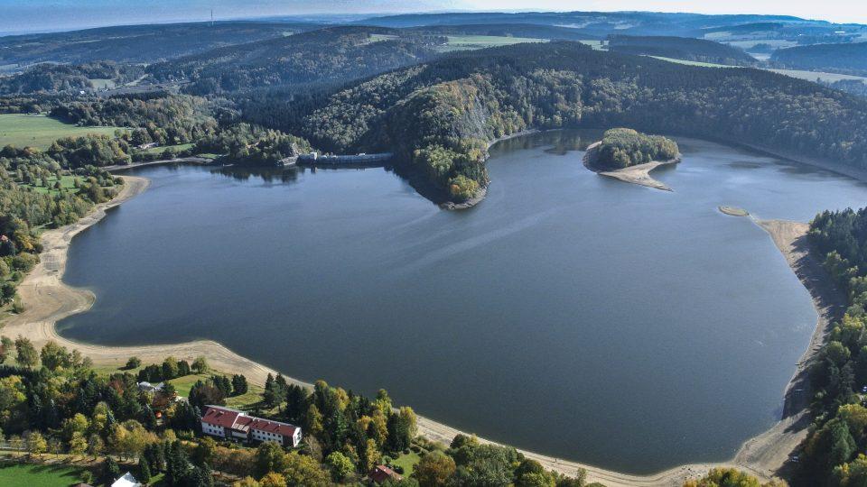 Letecký pohled na přehradní nádrž Seč