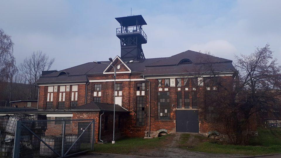 Těžní budova s ocelovou věží je architektonicky cenná stavba