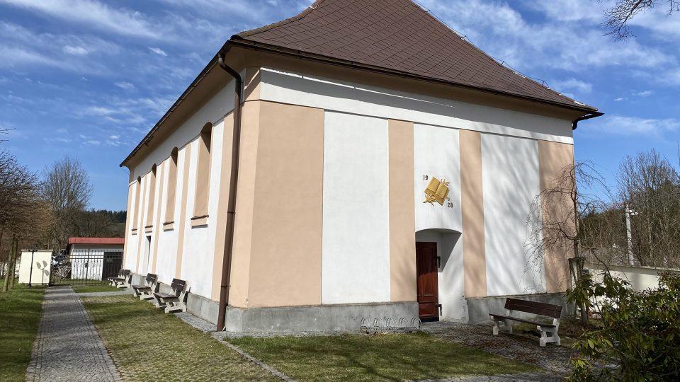 Evangelická fara v Borové hraje v románu Jiří Šmatlán významnou roli