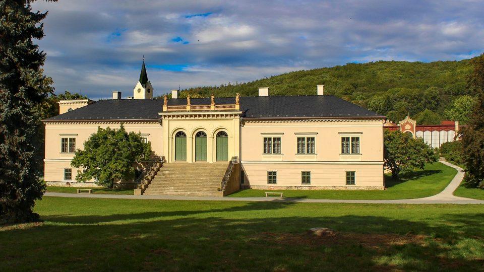 Zámek v Čechách pod Kosířem je možné navštívit do konce října