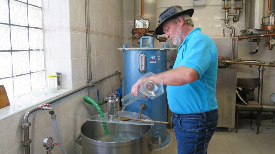 Hruškovice obsahuje moc alkoholu, musí se zředit kvalitní vodou