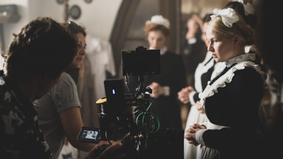 Děj filmu Slúžka se odehrává mezi služebnictvem významného rakousko-uherského úředníka